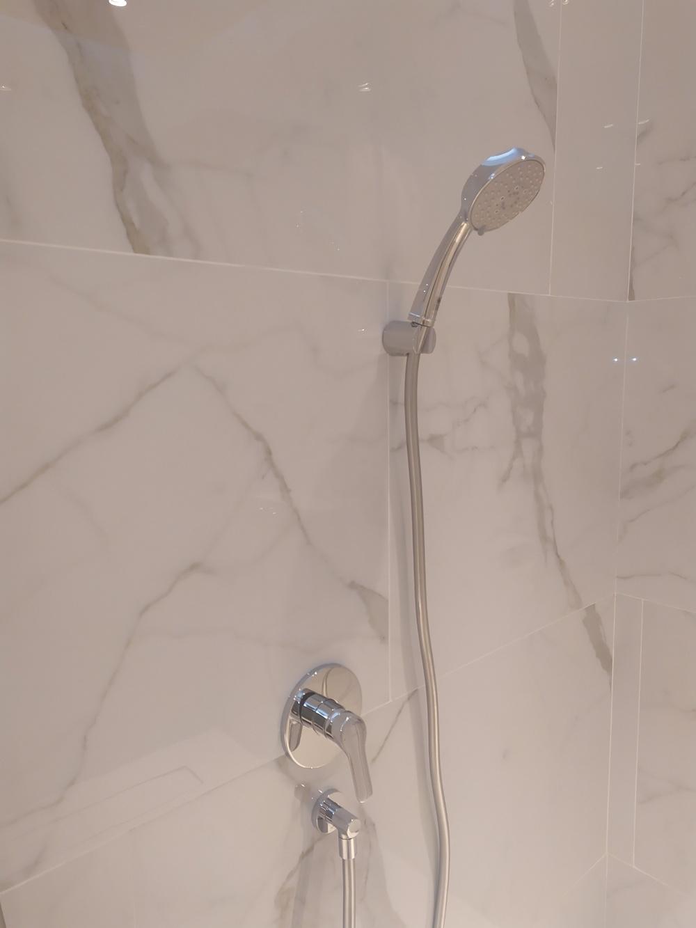 ใช้ฝักบัวอาบน้ำ