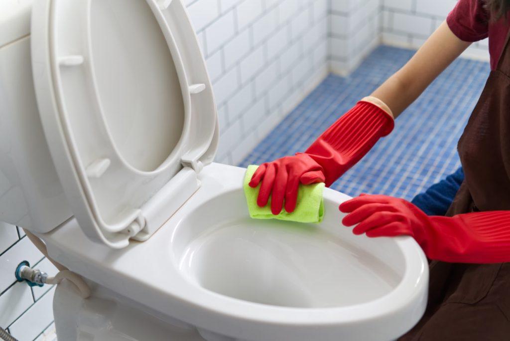 7 วิธีล้างห้องน้ำสกปรกมากให้สะอาดเหมือนใหม่ 5