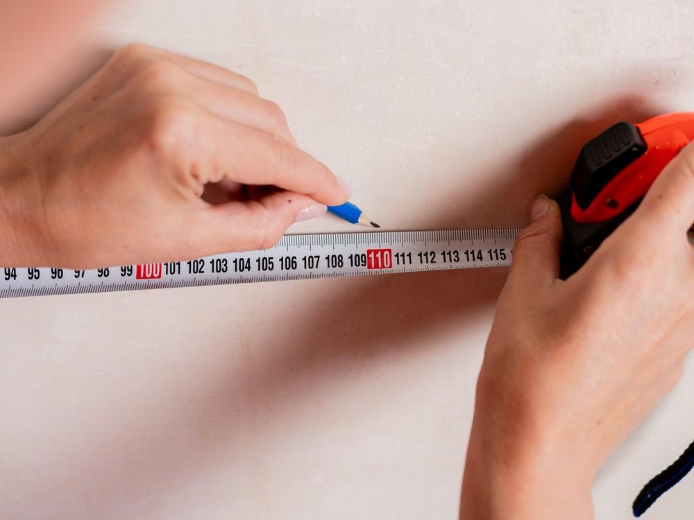 ภาพ: การวัดพื้นที่สำหรับติดตั้งอ่างอาบน้ำ